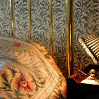 Jak urządzić sypialnię z tapetami?