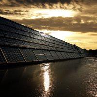 Ile prądu wytwarzają panele słoneczne?