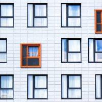 Kupujemy nieruchomość w Żorach – dom czy mieszkanie?