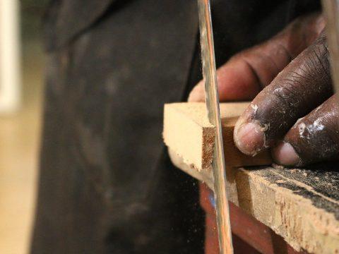 Jaką szlifierkę i papier ścierny do drewna wybrać?